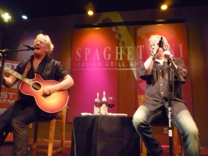 PHOTO CAPTION (L-R): GRAHAM RUSSELL and RUSSELL HITCHCOCK performed an exclusive live acoustic set at Spaghettini Grill & Lounge on July 31. CREDIT: LYNN OLSON (lynnjazz.wordpress.com)